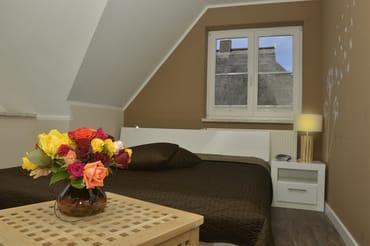 Gemütliches modernes Schlafzimmer