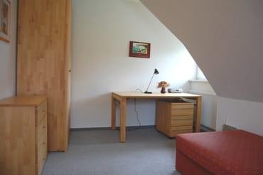 Arbeitsplatz mit Schreibtisch