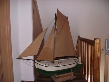 Altes Boot im Flurbereich