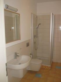 Bad 2 mit Dusche