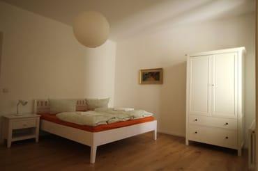 Schlafzimmer 2 mit Doppelbett 1,80 m breit