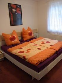Das helle, freundliche Schlafzimmer.