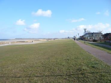 Die Strandpromenade lädt zum Radfahren,Skaten oder Spaziergängen ein