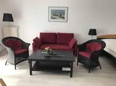 Sitzecke mit ausziehbarem Bettsofa