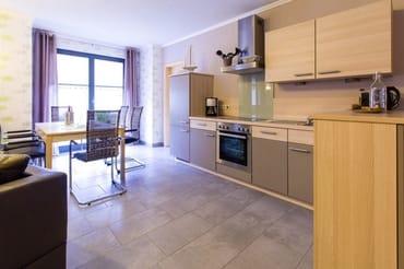 Die Küche ist komfortabel ausgestattet.