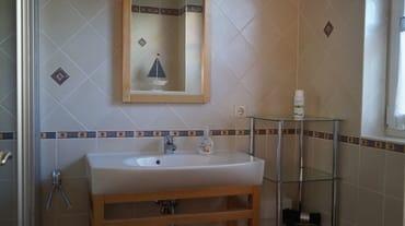 Bad unten mit WC, Dusche und Sauna