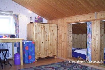 Kojen- betten im Kinderzimmer