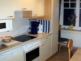 Die volleingerichtete Küche ist auch für einen längeren Aufenthalt geeignet.