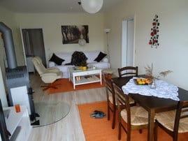 Wohnzimmer mit Direktzugang zum Westbalkon
