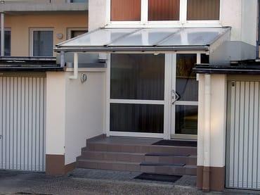 Hintere Tür zum Hof Haus Godewind/Vorfahrt zum Be- und Entladen Koffer/Gepäck
