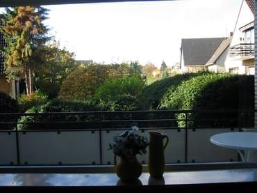 Süd/West-Balkon mit Tisch / Stühlen und Sonnenschirm