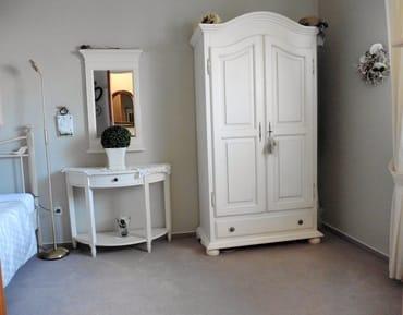 Separates Zimmer Kleiderschrank