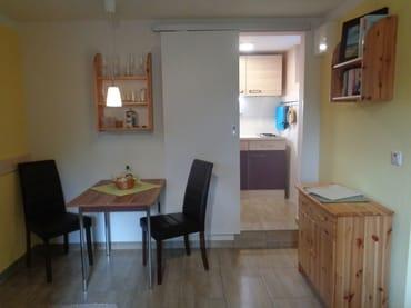 Wohn-Schlafraum mit kleiner separater Küche
