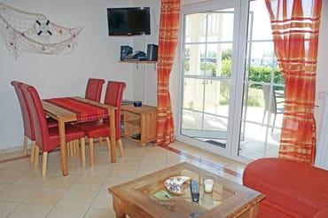 Ferienwohnung Hafenidyll Nr. 11 - Esstisch im Wohnzimmer