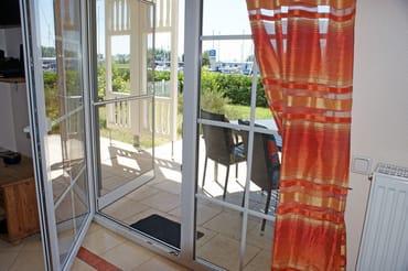 Ferienwohnung Hafenidyll Nr. 11 - Wohnzimmer mit Hafenblick