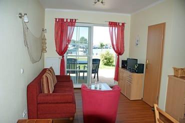 Ferienwohnung Hafenidyll Nr. 40 - Wohnzimmer mit Schlafcouch