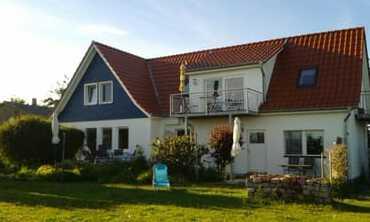 das Haus mit der Ferienwohnung rechts im EG