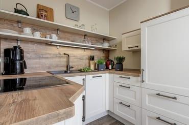 große, separate Küche mit Meerblick