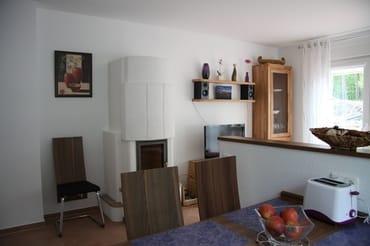 Wohnbereich mit Flachbildschirm (HD), Stereoaqnlage und Kamin