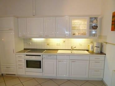 Vollwertige Küche mit kompletter Ausstattung