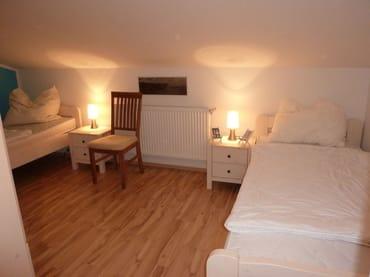 Schlafzimmer 2 oben.