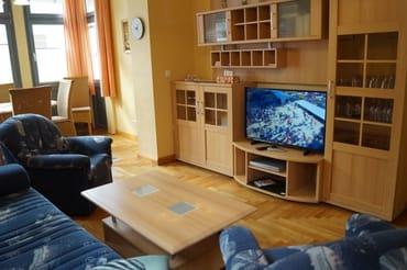 Moderner Flachbild-TV für gemütliche Fernsehabende