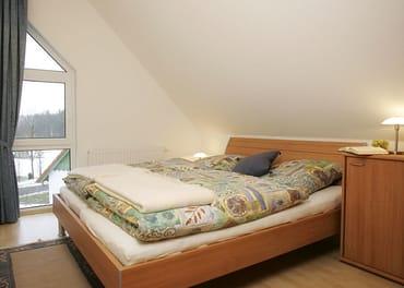 Schlafzimmer I mit Doppelbett 180 cm x 200 cm