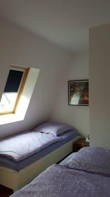 Weiteres Schlafzimmer mit 2 Einzelbetten