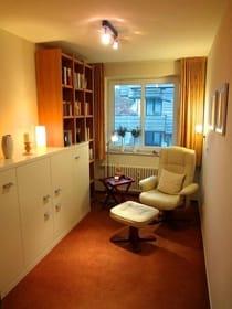Hier findet jeder Ruhe und Entspannung mit einem guten Buch aus der kleinen aber feinen Haus-Bibliothek.