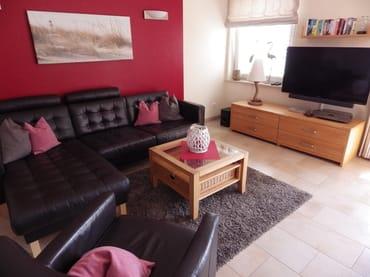 Wohnzimmer Sitzecke mit Ledermöbeln + TV