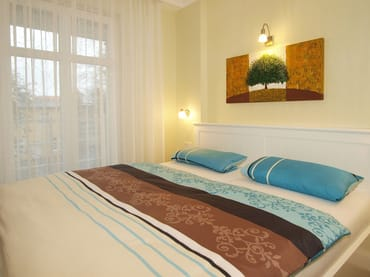 Im Wohnbereich lässt sich die Couch im Handumdrehen zum Schlafgemach für die 3. und 4. Person verwandeln.