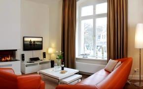 Die Wohnung selbst besticht durch Ihre stilvolle Einrichtung und wird mit einem Gaskamin im Wohnzimmer abgerundet. Ein modernes Heimkinosystem mit Internetzugang sind selbstverständlich.