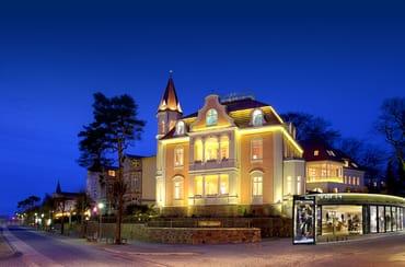 - Villa Gruner in der Abenddämmerung -