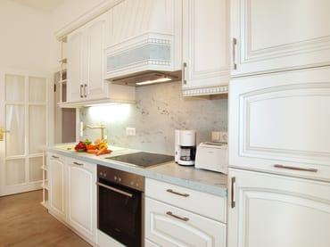Das Perfekte Dinner dazu kreieren Sie in der komfortablen Küche. Erleben Sie einen 1a Urlaub im gleichnamigen Appartement 1 a in der Villa Gruner.