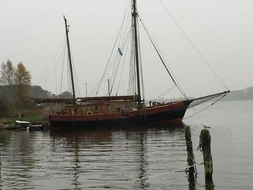 Boot im Hafen Hinterland