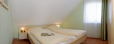 Schlafzimmer mit bequemen Latexmatratzen