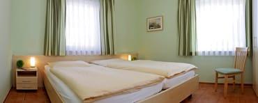 Schlafzimmer mit Lattenrost und Latexmatratzen