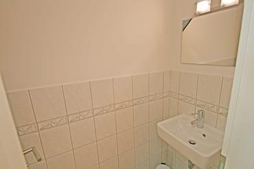 Gäste WC mit Waschbecken