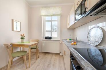Ein komfortabler Eßplatz befindet sich im Wohnzimer.