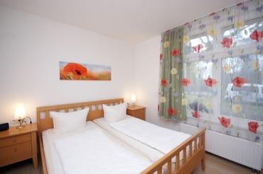 Schlafzimmer I mit Doppelbett (180x200cm)