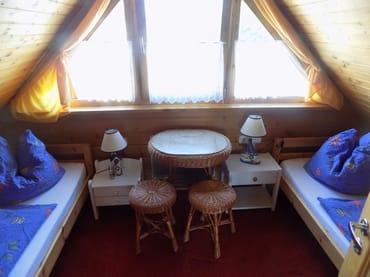 Der zweite Schlafraum mit zwei Einzelbetten