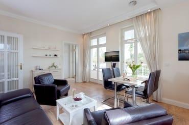 Das ruhige 3-Zimmer Appartement mit Südost-Ausrichtung befindet sich im 1.Obergeschoss der Villa Gruner ...