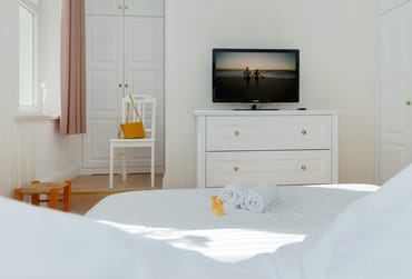 Gern können Sie unseren Service nutzen und ein Wäschepaket (1x Bettwäsche, 1x Duschtuch, 1x normales Handtuch) für 12,50 € pro Person hinzubuchen.