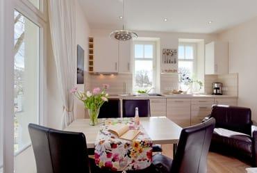 3D Eine moderne und komplett eingerichtete Küche (Backofen, Kühlschrank mit Gefrierfach, ...