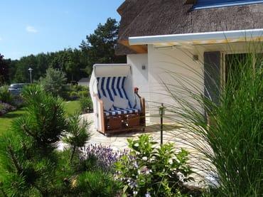 Entspannen Sie in unserem Strandkorb inmitten unseres schönen Gartens