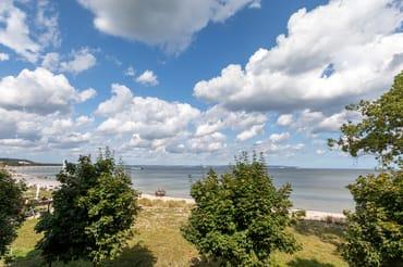 Sie schauen von der Loggia auf die Ostsee ...