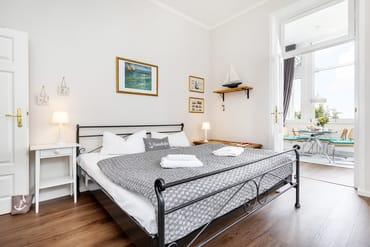 Das Bett ist komfortable 180x200cm breit.
