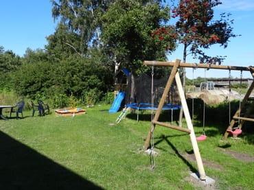 Spielplatz für unsere Gäste hinter dem Haus