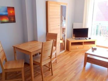 Wohnbereich mit Blick auf den Esstisch