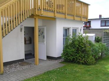 Eingang und Blick auf die Terrasse